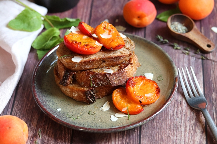 French Toasts with Roasted Apricots (vegan option)